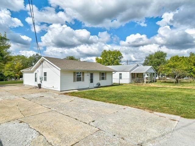 12610 3rd Street, Grandview, MO 64030 (#2349636) :: Austin Home Team