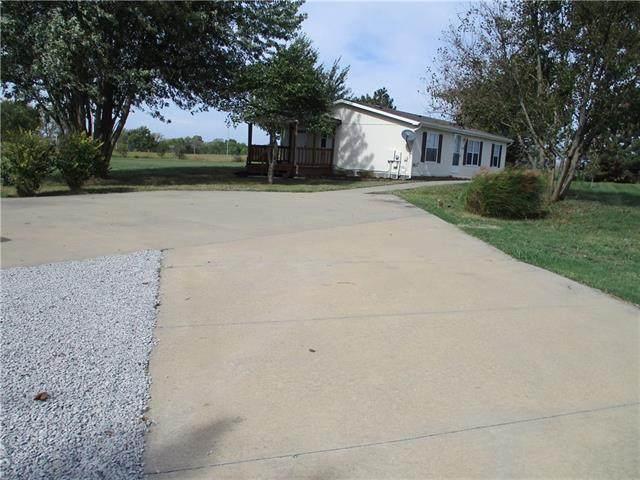 27980 Hedge Lane, Paola, KS 66071 (#2349716) :: Five-Star Homes