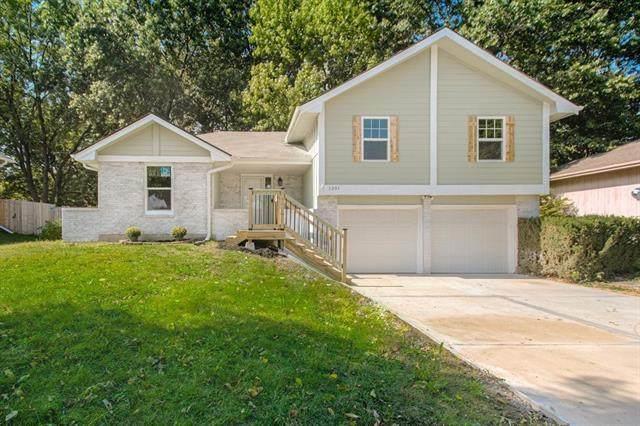 1301 SW 19th Street, Blue Springs, MO 64015 (#2349749) :: Austin Home Team