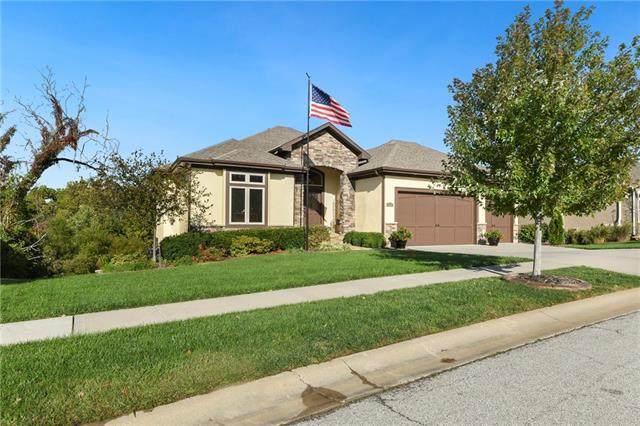25210 W 96th Terrace, Lenexa, KS 66227 (#2349860) :: Austin Home Team