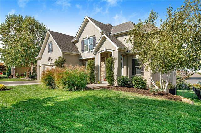 9808 Redbird Street, Lenexa, KS 66227 (#2349881) :: Austin Home Team