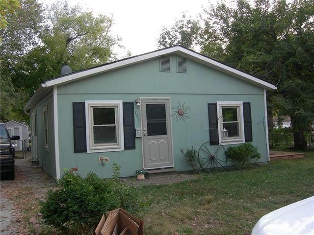 121 W Kansas Avenue, Gardner, KS 66030 (#2349927) :: Five-Star Homes