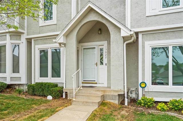 13822 W 58th Terrace, Shawnee, KS 66216 (#2349931) :: The Shannon Lyon Group - ReeceNichols