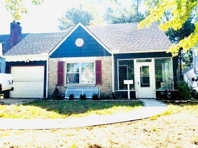 231 E 74th Terrace, Kansas City, MO 64114 (#2349959) :: Five-Star Homes