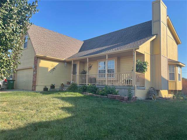 925 SE 12th Terrace, Lee's Summit, MO 64081 (#2349976) :: The Rucker Group