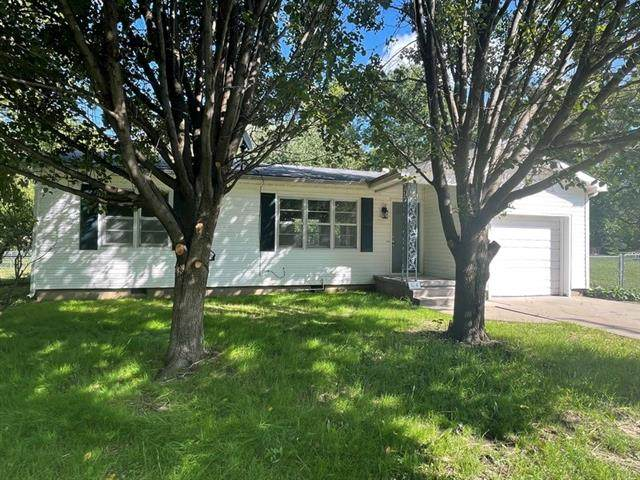 1114 N Adams Street, Nevada, MO 64772 (#2350003) :: Eric Craig Real Estate Team