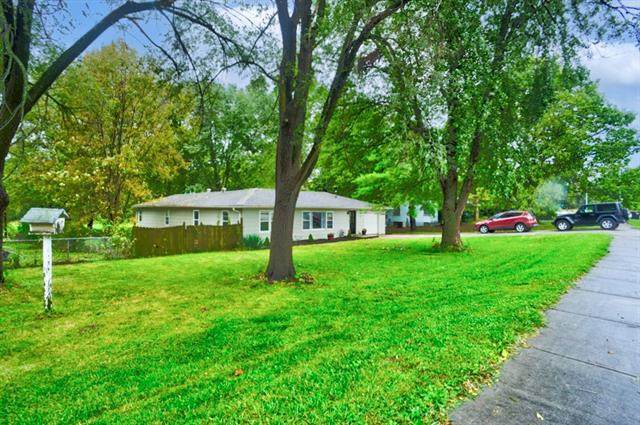 18005 E Truman Road, Independence, MO 64056 (#2350093) :: The Shannon Lyon Group - ReeceNichols