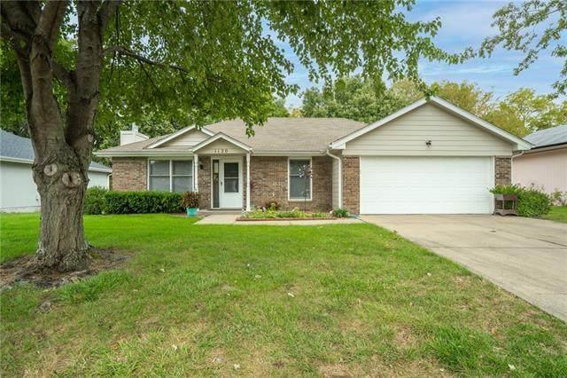1120 NE Lindsay Avenue, Lee's Summit, MO 64086 (#2350357) :: SEEK Real Estate