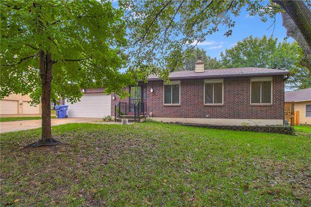 512 NW Delwood Drive, Blue Springs, MO 64015 (#2350455) :: Audra Heller and Associates