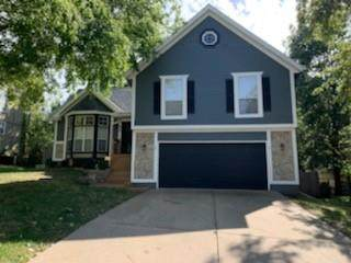 955 E Pineview Street, Olathe, KS 66061 (#2350465) :: Audra Heller and Associates