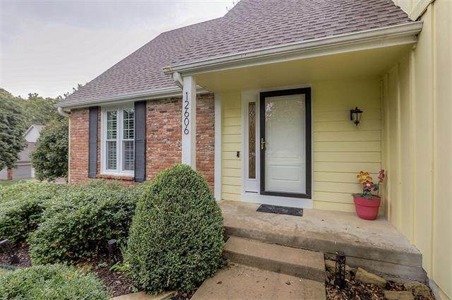 12606 W 77th Street, Lenexa, KS 66215 (#2350572) :: SEEK Real Estate