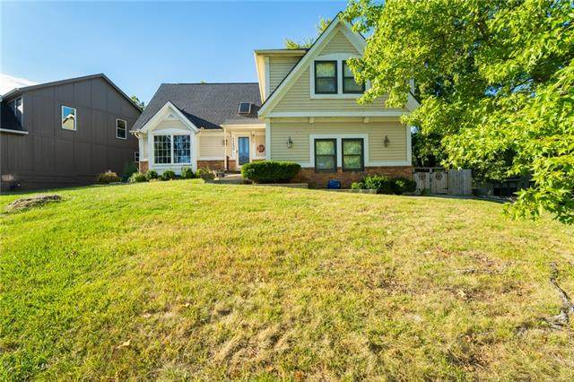 11430 S Parkwood Drive, Olathe, KS 66061 (#2350599) :: Tradition Home Group | Compass Realty Group