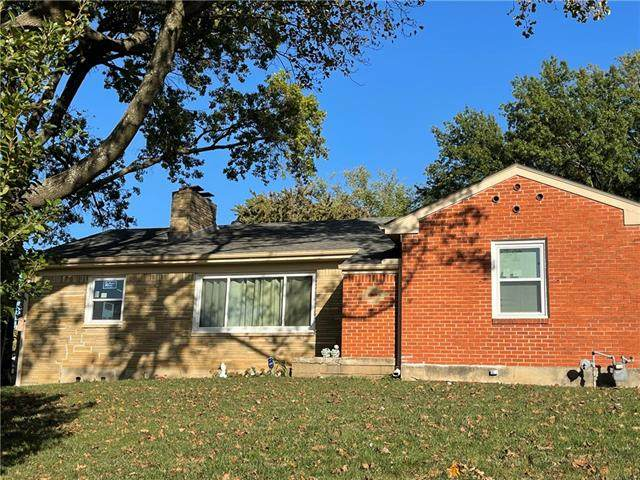 2601 S Hardy Avenue, Independence, MO 64052 (#2350698) :: Beginnings KC Team