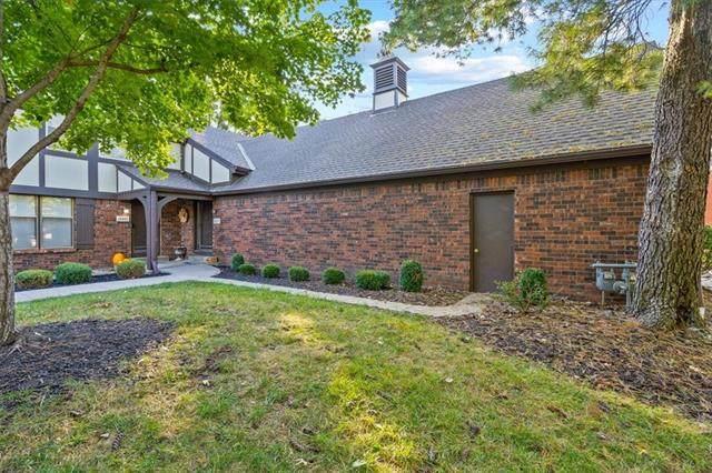 10573 Riley Street, Overland Park, KS 66212 (#2350803) :: Five-Star Homes