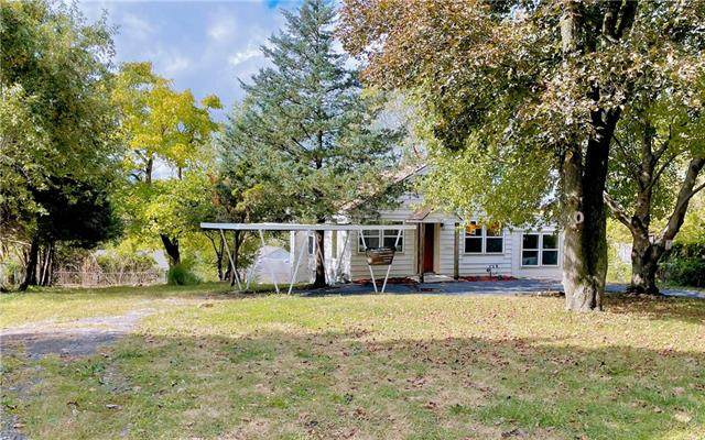 2218 S Hall Road, Independence, MO 64052 (#2350805) :: Beginnings KC Team