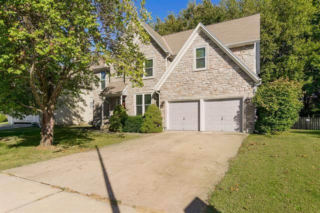 15641 S Lindenwood Drive, Olathe, KS 66062 (#2350810) :: Five-Star Homes