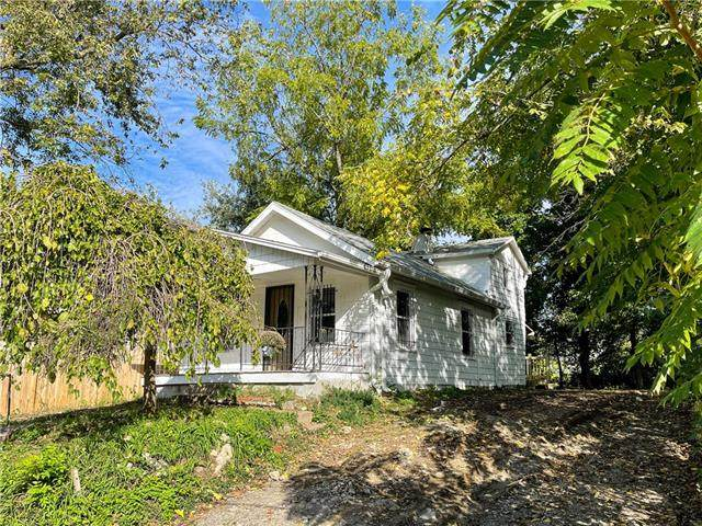 417 S Tennessee Avenue, Independence, MO 64053 (#2350849) :: Beginnings KC Team