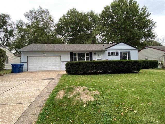 1115 N Farview Drive, Independence, MO 64056 (#2350872) :: The Rucker Group