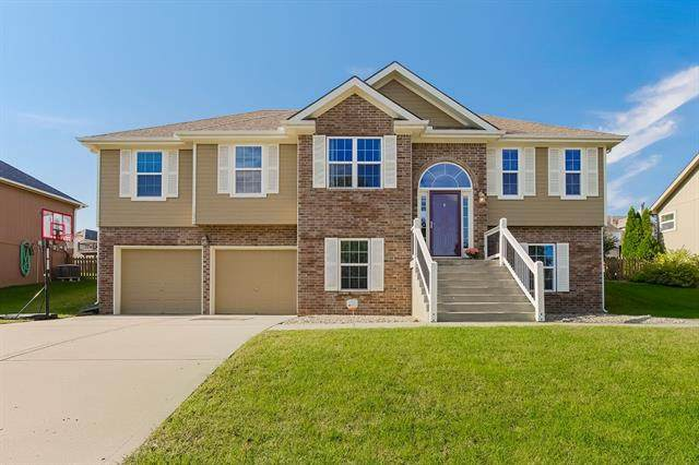 11020 N Laurel Avenue, Kansas City, MO 64157 (#2350880) :: Team Real Estate