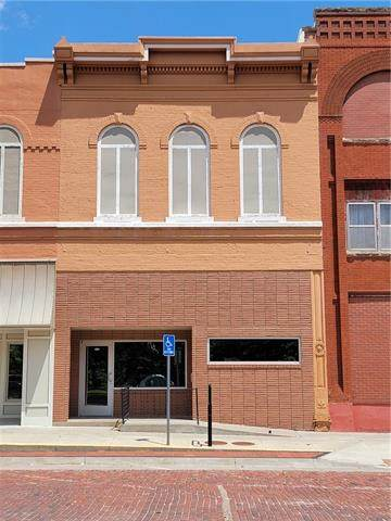 107 S Sixth Street, Hiawatha, KS 66434 (#2350895) :: The Rucker Group