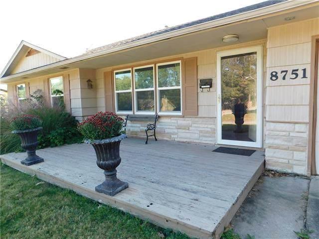 8751 N Charlotte Street, Kansas City, MO 64155 (#2350903) :: SEEK Real Estate
