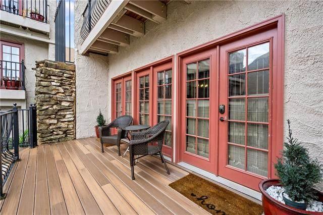 1111 W 46th Street #11, Kansas City, MO 64112 (MLS #2350917) :: Stone & Story Real Estate Group