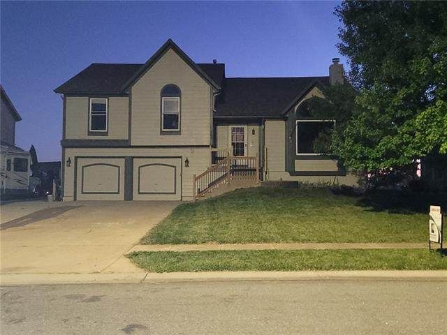 249 W Colleen Drive, Gardner, KS 66030 (#2351000) :: Tradition Home Group | Compass Realty Group