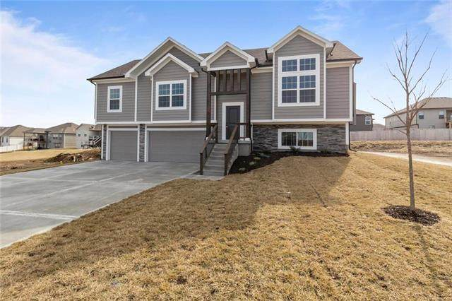 1293 NW Hickorywood Court, Grain Valley, MO 64029 (#2351144) :: Beginnings KC Team