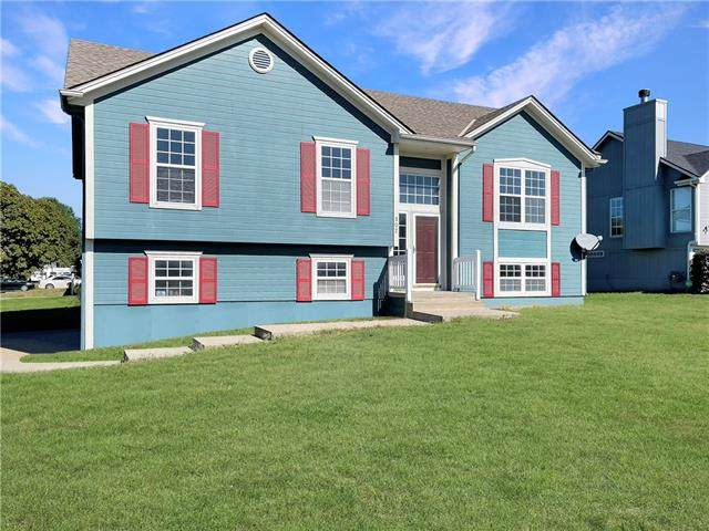 502 Sunny Lane, Raymore, MO 64083 (#2351180) :: The Rucker Group