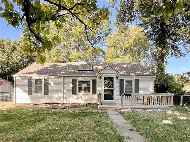 5526 Long Avenue, Shawnee, KS 66216 (#2351249) :: The Kedish Group at Keller Williams Realty