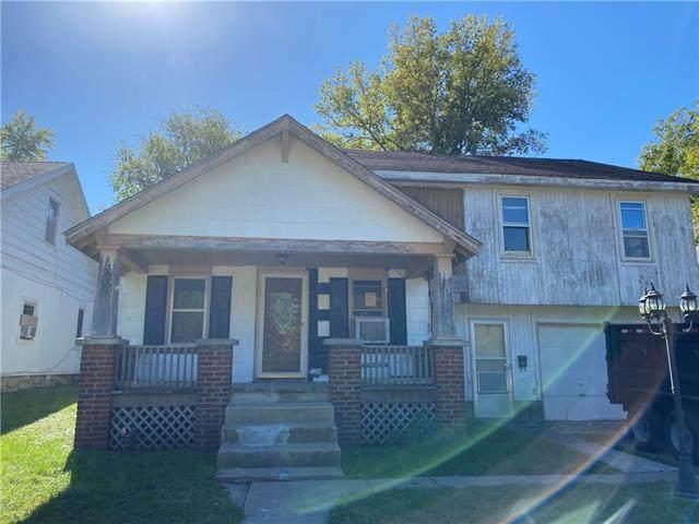 721 Parker Avenue, Osawatomie, KS 66064 (#2351322) :: Audra Heller and Associates