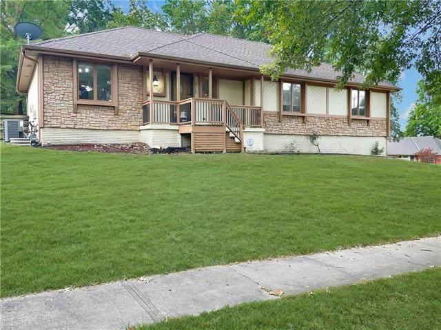6713 NW Overland Drive, Kansas City, MO 64151 (#2351335) :: Five-Star Homes