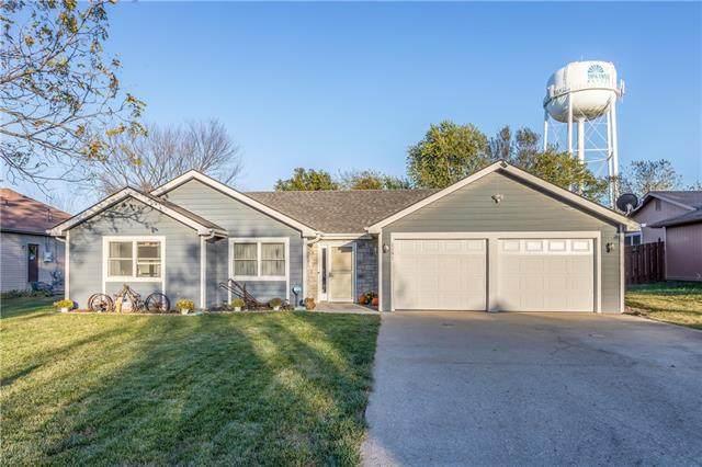 1181 S Delaware Street, Tonganoxie, KS 66086 (#2351386) :: Five-Star Homes
