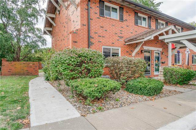 9637 Outlook Drive, Overland Park, KS 66207 (#2351391) :: Five-Star Homes
