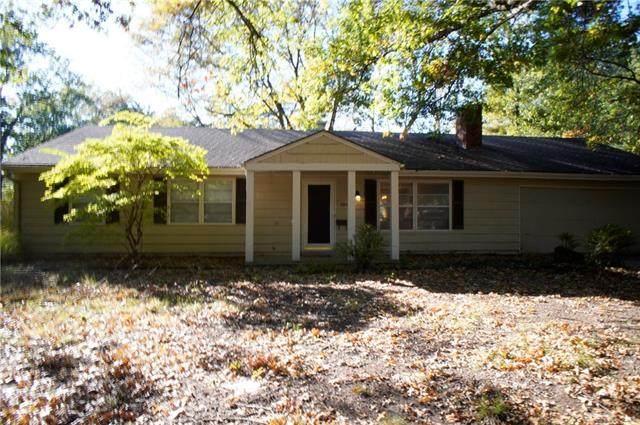 10008 Nall Avenue, Overland Park, KS 66207 (#2351532) :: Five-Star Homes