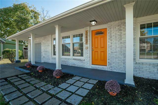 15807 E Cogan Lane, Independence, MO 64050 (#2351595) :: Five-Star Homes