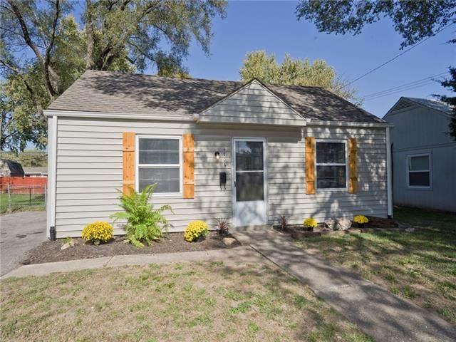 4706 Woodend Avenue, Kansas City, KS 66106 (#2351808) :: The Kedish Group at Keller Williams Realty