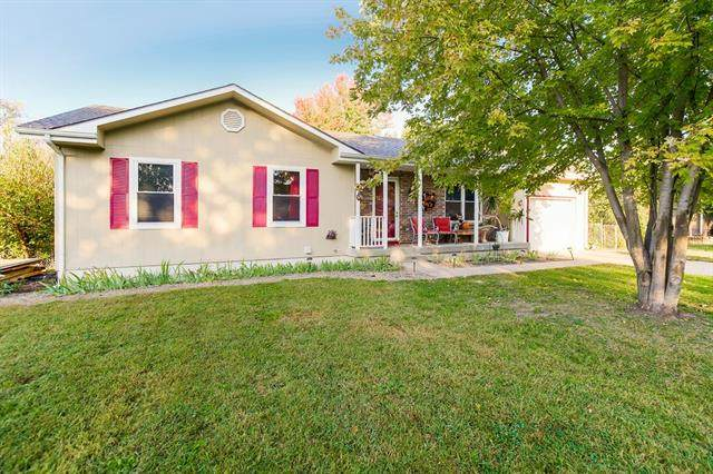 504 Younger Drive, Harrisonville, MO 64701 (#2351857) :: Audra Heller and Associates