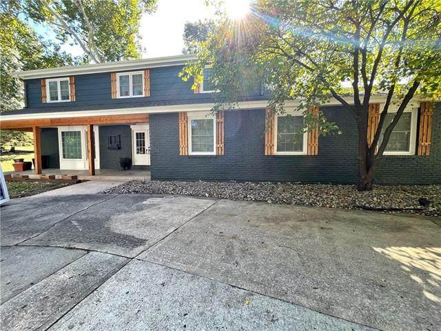 5707 NW Oakridge Court, Platte Woods, MO 64151 (#2351995) :: The Rucker Group