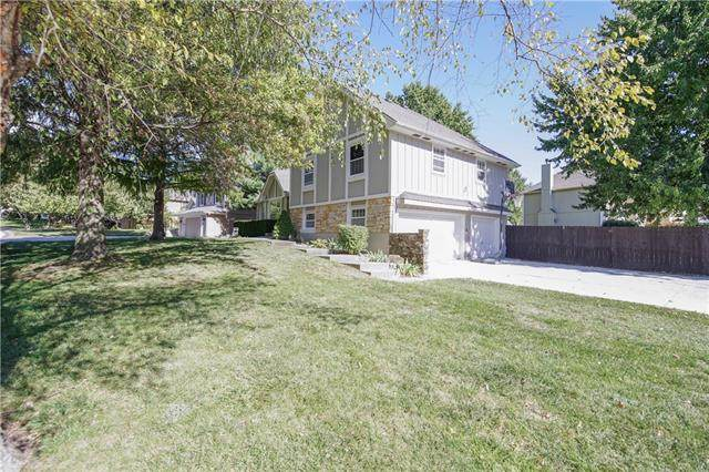 3823 SW Lido Drive, Lee's Summit, MO 64063 (#2352024) :: Five-Star Homes