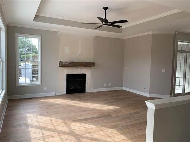 718 E 110th Terrace, Kansas City, MO 64131 (#2352027) :: Five-Star Homes