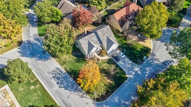 5113 NE Ash Grove Place, Lee's Summit, MO 64064 (#2352046) :: Team Real Estate