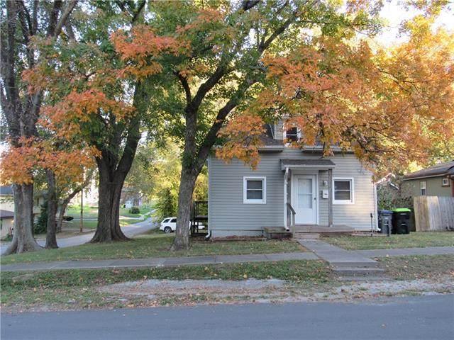307 N Bradley Street, Harrisonville, MO 64701 (#2352082) :: The Rucker Group