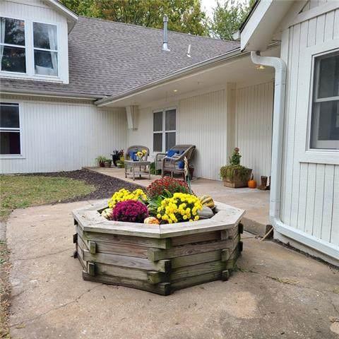 7220 Brockway Street, Shawnee, KS 66227 (#2352088) :: The Rucker Group