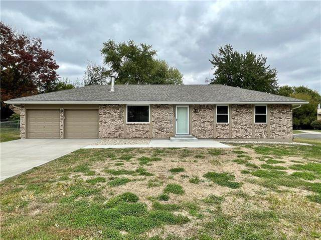 3609 SW Harbor Circle, Lee's Summit, MO 64082 (#2352134) :: The Rucker Group