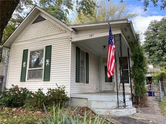 1811 Pacific Street, St Joseph, MO 64503 (#2352175) :: Audra Heller and Associates
