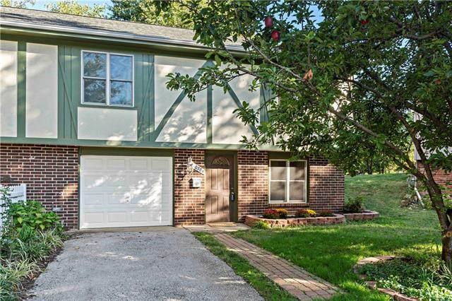 10704 W 90th Terrace, Overland Park, KS 66214 (#2352177) :: Ron Henderson & Associates
