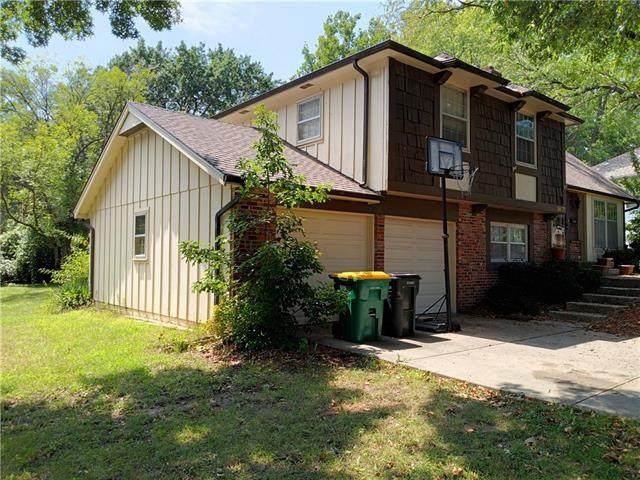9807 W 99th Place, Overland Park, KS 66212 (#2352234) :: Ron Henderson & Associates