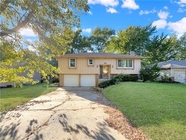 9908 Hillcrest Road, Kansas City, MO 64134 (#2352244) :: Austin Home Team