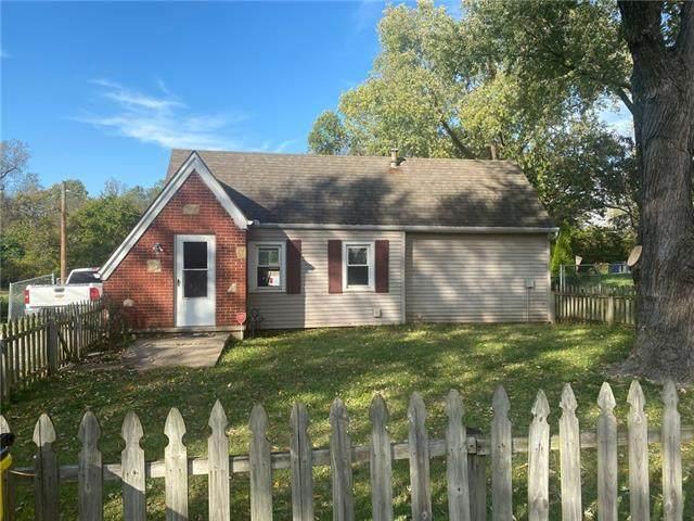 1406 E Hayward Avenue, Independence, MO 64050 (#2352549) :: Eric Craig Real Estate Team